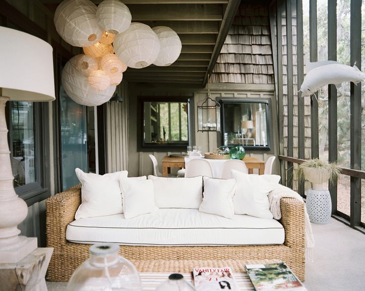 paper lantern bedroom | This cluster of paper lanterns not only serves as a light fixture, but ...