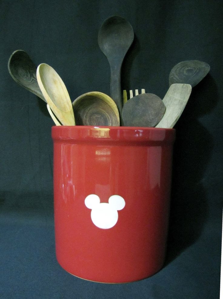 46 best images about disney home decor on pinterest for Mickey mouse kitchen accessories
