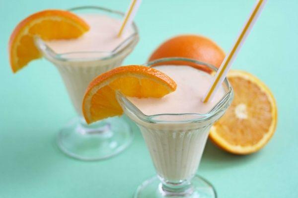 Yoplait Light Orange Creme Yogurt Shake    Ingredients 2 containers (6 oz) Yoplait® Original 99% Fat Free Orange crème Yogurt 1/4 cup fresh orange juice 1/4 cup milk or vegan milk 1 medium banana, frozen 1 teaspoon vanilla