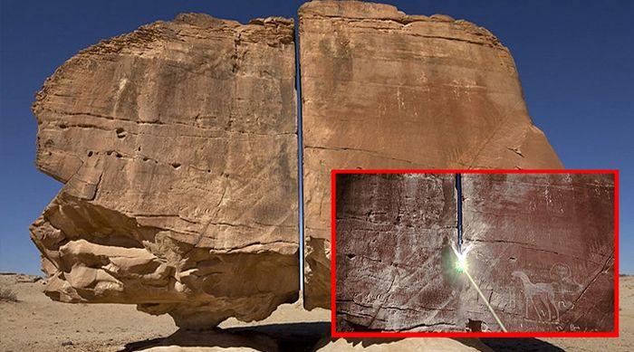 Imagínate caminando por el desierto, explorando lo desconocido, y de repente te encuentras con una enorme piedra de pie, dividida por la...