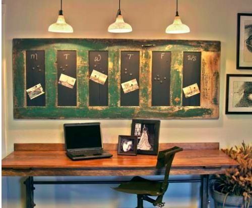 Love this idea for decorating with an old door. And another excellent site for DIY projects! {Tip Junkie}