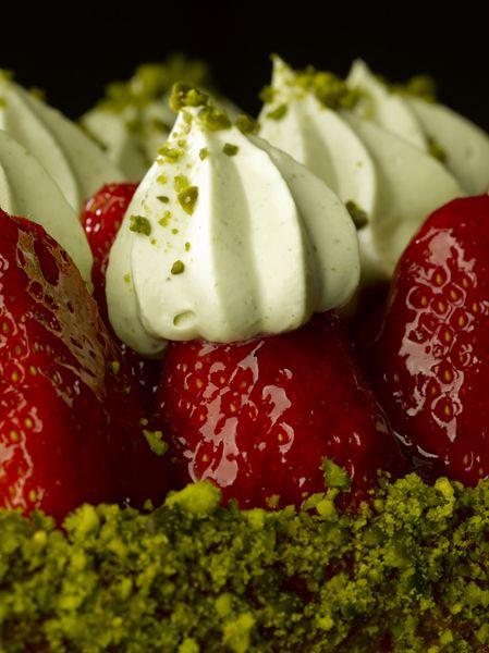 """Tarte à la fraise crème pistache  """"Le gâteau de mes rêves Christophe Michalak"""" M6 Editions"""