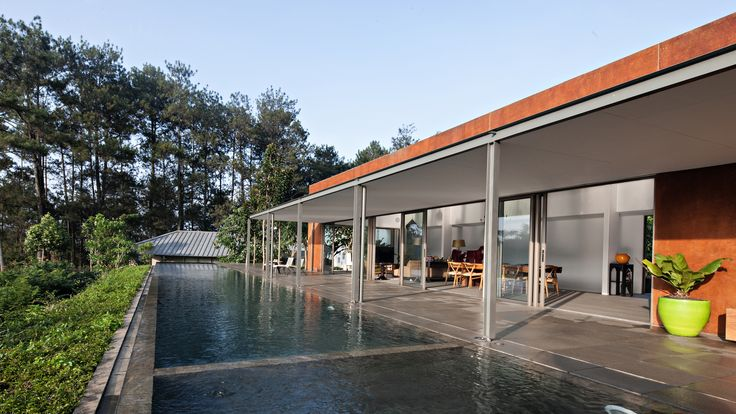 Image 5 of 30 from gallery of BRG House / Tan Tik Lam Architects. Photograph by Mario Wibowo