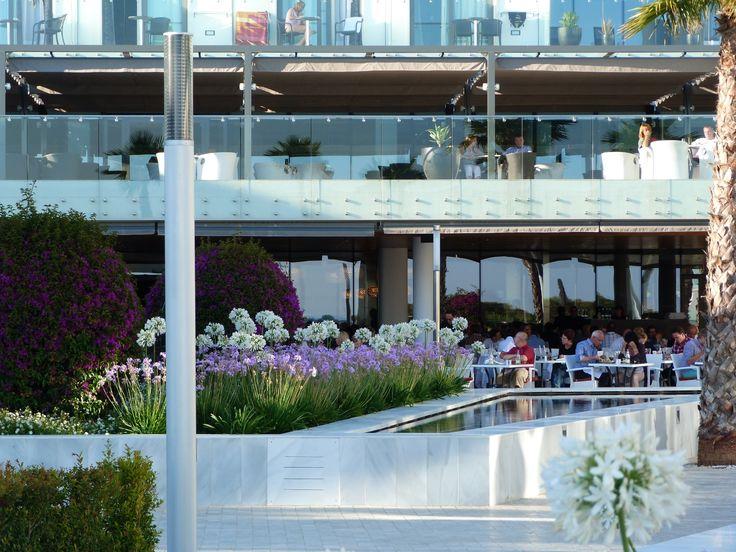 Reflective water feature by Mark Whiting, Contemporanium  #hotel #spain #palms mark@contemporanium.com