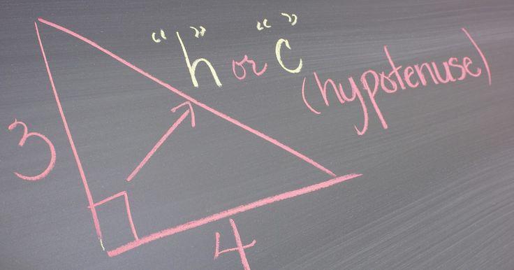 Cómo obtener el lado opuesto de un triángulo rectángulo. Los triángulos varían en tamaño y ángulo. Pueden ser equiláteros, escalenos, isósceles, agudos, obtusos o rectos. Los estudiantes pueden encontrar información faltante, tal como la longitud del ángulo o lado, mediante sólo aplicar la fórmula del tipo de triángulo correspondiente. Los triángulos rectos, en particular, son quizás los que tienen la ...