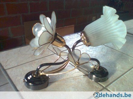 Twee Wandarmaturen met trekschakelaar( lamp 40w) / voor boven de wastafel / tweedehands / http://www.2dehands.be/huis-meubelen/overige-huis-meubelen/lampen/twee-wandarmaturen-trekschakelaar-lamp-40w-212597552.html  € 20