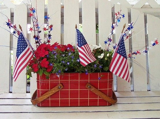 Vintage Picnic Basket...this could also be for the yard.  I love to celebrate all the holidays and this is so fun for summer and the fourth of July!