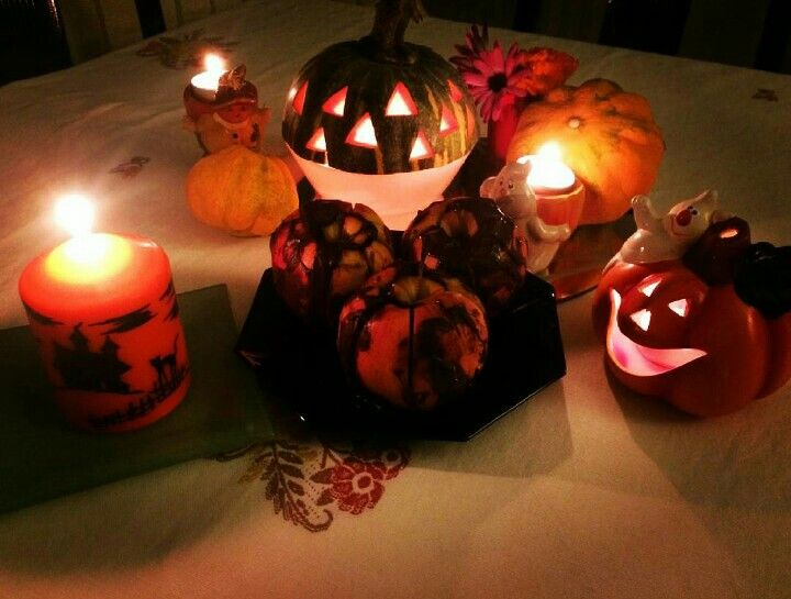 Happy halloween 🎃👻😜. #zucca #pumpkin  #melestregate  #bewitched #buonanotte #goodnight  #ilovefamilytime  #pizza #thewomomsfoodrecipe  #seratatraamici #followme  #trucco  #nottedabrividi  #nighttrill  #nottedellestreghe #trickortreat