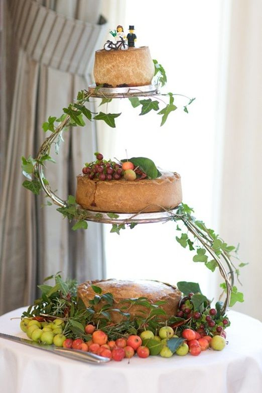 So you want to go savoury but you're not big on cheese? Step in, WEDDING PORK PIES. Yep, really. (source) - Cosmopolitan.co.uk