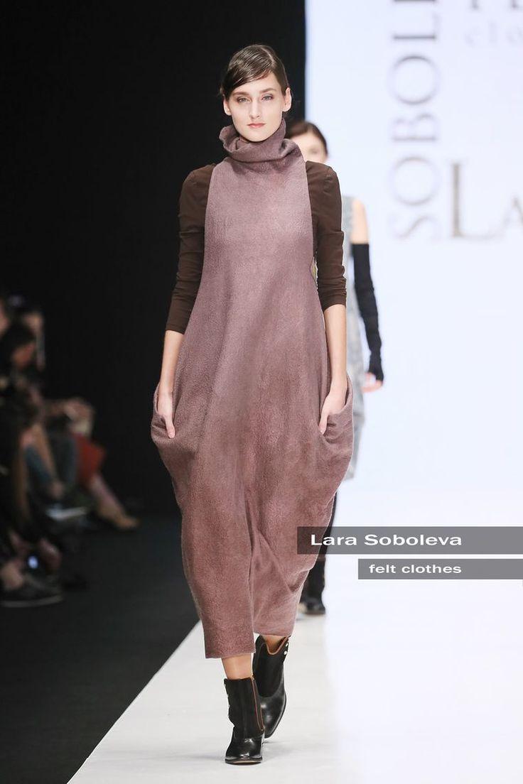 Самое грандиозное мероприятие в индустрии Моды и самое знаковое. Участвовать в нем мечтает любой профессиональный дизайнер одежды. И я совсем недавно смотрела на это мероприятие, как на невероятно недостижимую мечту. Mercedes-Benz Fashion Week Russia 2016 Все мечты, как известно, сбываются, и это замечательно)). И то что валяная одежда приобретает иной статус, это тоже очень радует.