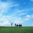 Wandelen en geestelijke gezondheid. Dat wandelen niet alleen goed is voor je lichaam, maar ook voor je geestelijke gezondheid en welbevinden is bij de meeste mensen wel bekend. Op deze pagina de voordelen en nadelen (je kunt ook te veel doen) van regelmatig lichamelijke activiteiten.