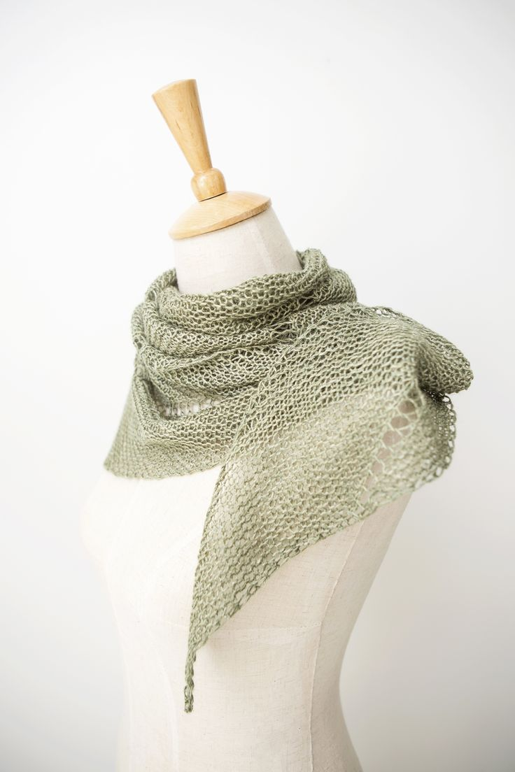 Ravelry: Desert Rain shawl with SnailYarn Silky Linen Fingering - knitting pattern by Janina Kallio.
