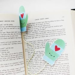Keep your spot as you read this winter with this printable mitten bookmark!