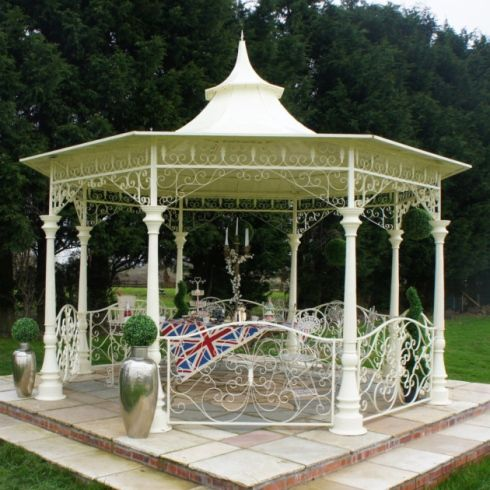 The British Ironworks Centre to provide garden pavilions to Buckingham Palace.