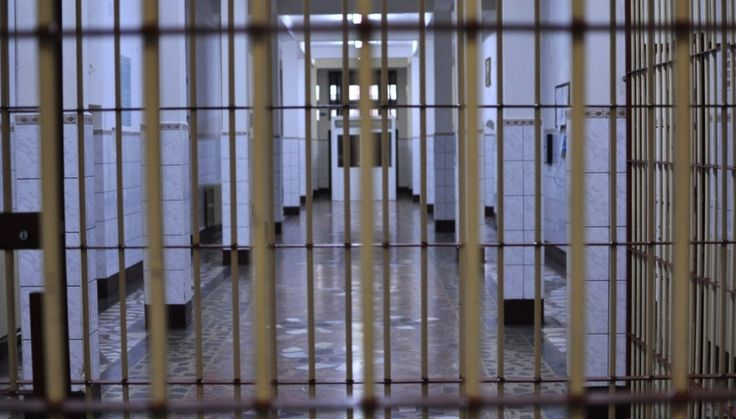 Mehedinti Blog online - Alianta Contribuabililor : SUA: Ministerul de Justiție anunță că va pune capăt utilizării închisorilor private! De luat aminte, prieteni! Naivitatea si prostia... se platesc. Nu tot ce zboara... se mananca!