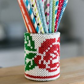 How to make a cross stitch pattern on a tin can with plastic beads. Tutorial in English & Swedish. thanks so xox