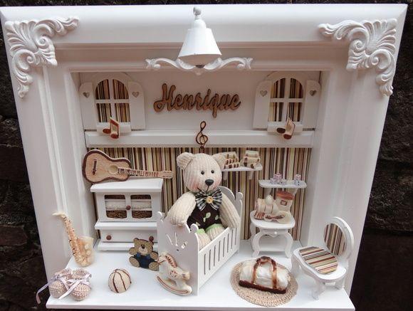 Quadro maternidade bebe urso no berço com decoração personalizada para o quartinho do seu bebe  miniaturas de mdf e apliques de reinas personalizado com o nome do seu bebe R$ 340,00