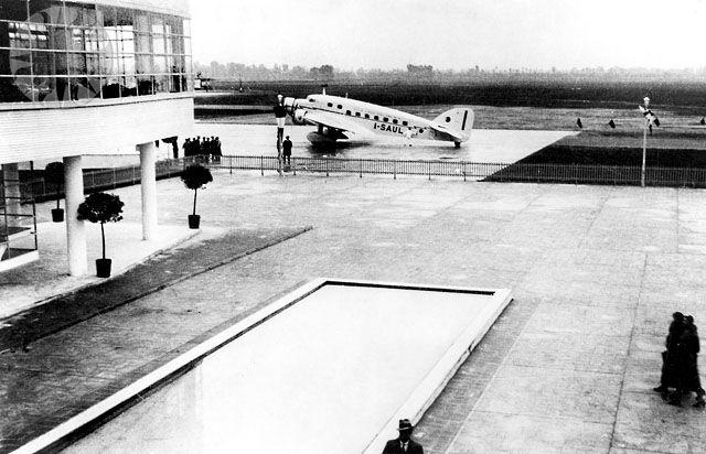 SM.73 na letišti Milano-Linate