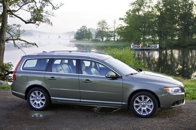 Best Road Trip Cars: Volvo V70 - $33,725 (I love my volvos, even tho the last 2 blew engines)