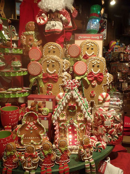 Love the big gingerbread men Gingerbread christmas tree