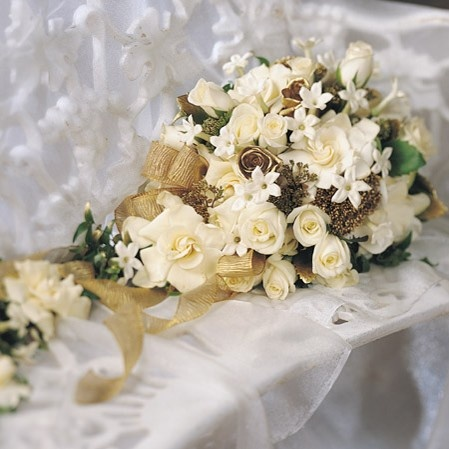 Apricot and beige wedding bouquets venetian theme gold for Gold flowers for wedding bouquet