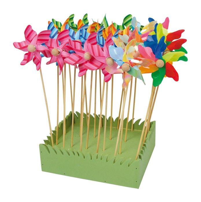 De display windmolen bestaat uit 24 windmolens. Elke windmolen heeft fantastische kleuren en leuk om in de tuin te plaatsen. Afmetingen: 3 x 8 x 27 cm  - Base Toys display Windmolen 24 st.