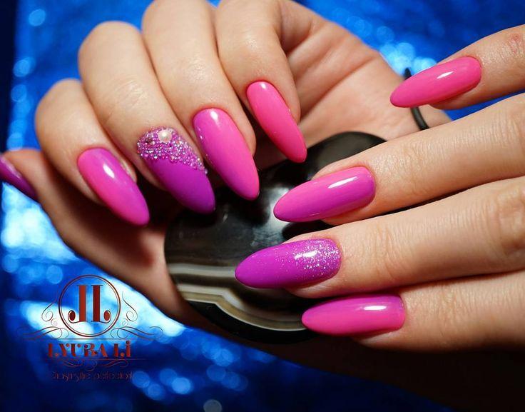Комбинированный маникюр выравнивание ногтевой пластины покрытие гель-лаком; вертикальный градиент блестки голография Crystal Pixie.  Как вам? Поделитесь вашим мнением в комментарии.   Combined manicure (nail drill machine  cuticle nipper/scissors) nail plate smoothing gel polish applying.  How do you like it? Share your thoughts in a comment.   #маникюралматы #ногтиалматы #ногтиказахстан #гельлакалматы #алматыманикюр #алматыногти #гелевоепокрытиеалматы #алматы  #ногти #маникюр #красивыеногти…