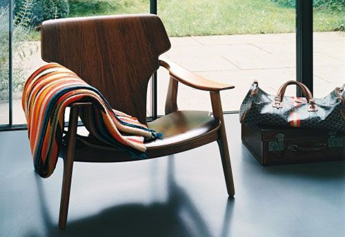 Countour of the seat and angle of the legs make the chair look soft sergio rodriques: diz03dailyiconser
