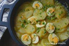 Deliciosas patatas con huevos en salsa verde, una receta casera, fácil y económica perfecta para tu menú semanal, una plato de cuchara de siempre, buenísimo