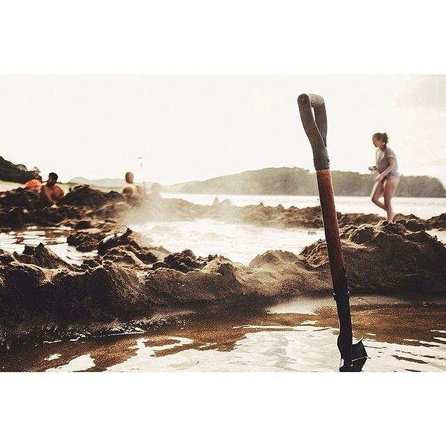 Hot Water Beach, New Zealand Photo by travayl