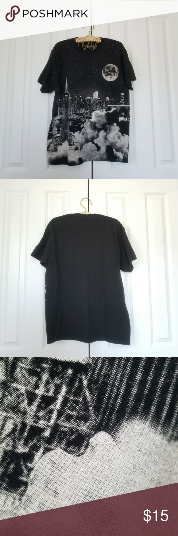 "Zoo York Black City View Short Sleeve Top In good condition with a little fading. Size is large. Measures 20.5"" across the chest, 8"" sleeve length, 28.5"" length.   No trades. If you have any questions please ask.  Please use the offer button to negotiate.  Have an amazing day! Happy Poshing! Zoo York Shirts Tees - Short Sleeve"