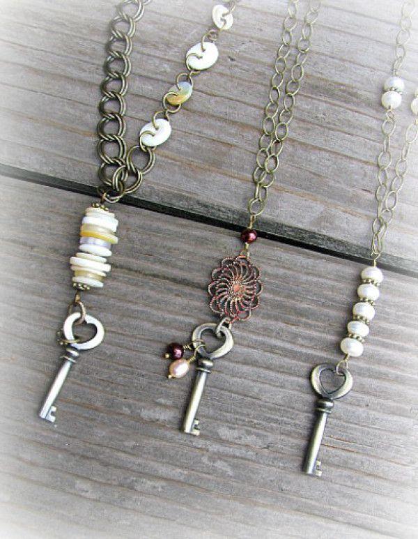 8 Adorable Button Necklaces You Can DIY