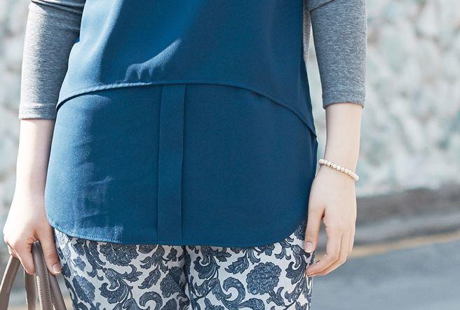 Today's Hot Pick :重ね着風バイカラーロングシフォンブラウス【BUILD】 http://fashionstylep.com/P0000NII/build112/out シンプルな重ね着風シフォンブラウスです。 ボディとスリーブに異素材を使用しました。 全体的に伸縮性がありゆったりシルエットで快適に着こなせます。 裾を重ね長さを出し気になるヒップラインを隠します。 ★2色:ブルー/ブラック