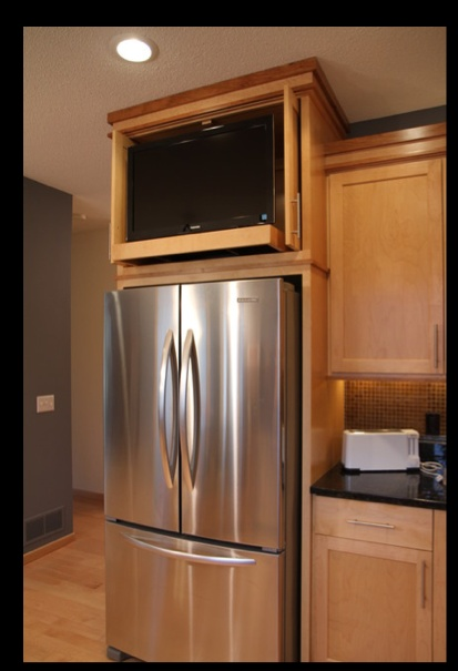 Kitchen cabinet above refrigerator space tv kitchen for Kitchen design 65 infanteria