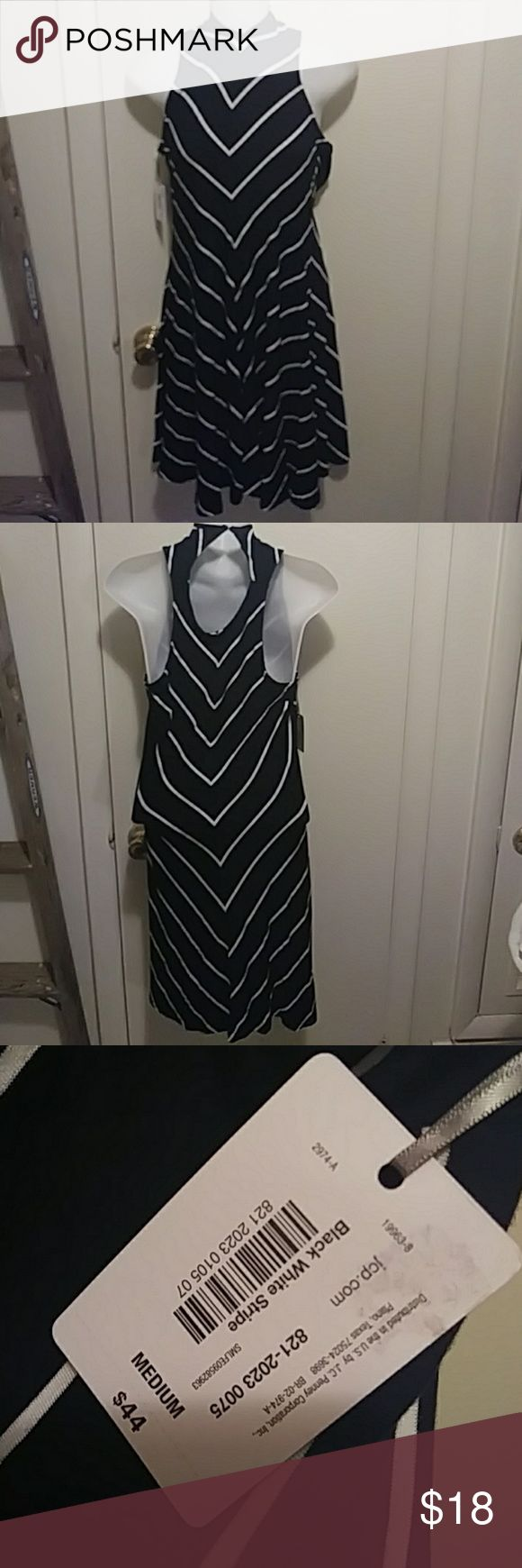 """BELLE SKY"" CHEVRON PRINT DRESS NWT SIZE M Brand new with original tag. Designed by Belle Sky this gorgeous dress is form fitting made of 95% Rayon and 5% Spandex. Black with white chevron-style stripes. Belle Sky Dresses Mini"