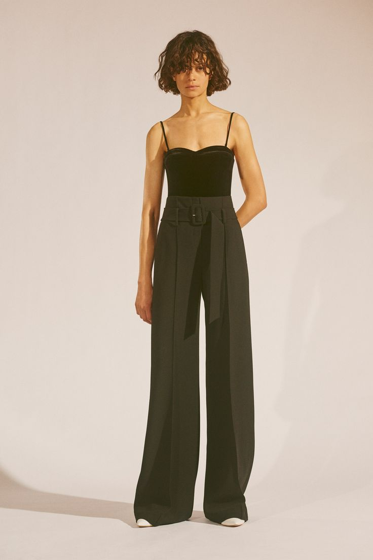 Monochromatic moss green. Wide leg trousers.  http://www.vogue.com/fashion-shows/fall-2017-ready-to-wear/theory/slideshow/collection