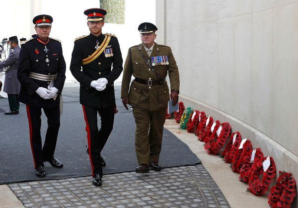 Prince Harry Photos Photos - Prince Harry (C) arrives to attend The Armistice Day Service at The National Memorial Arboretum on November 11, 2016 in Stafford, England. Armistice Day commemorates the signing of the armistice in WW1 between the Allies and Germany at 11am on November 11, 1918.  At the exact time and date each year after Britain has held a two minute silence to remember the dead from the First and Second World Wars and the 12000 British Service personal who have been killed or…