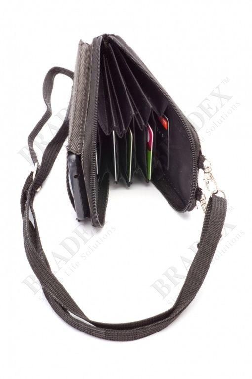 Чехол для телефона - кошелек АРТИКУЛ: TD 0352 В Вашей необъятной сумке невозможно разыскать телефон или кошелек? Направляясь на ланч или шоппинг, Вам приходится брать с собой массивный саквояж? Оригинальный аксессуар, совмещающий в себе стильный кошелек, практичный органайзер и удобный чехол для смартфона, вместит все нужные Вам вещицы и займет минимум места. • Пользуйтесь телефоном, не вынимая его из чехла! Отделение для мобильного устройства имеет прозрачную наружную стенку из крепкого…