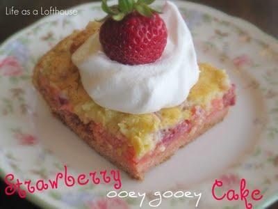 Strawberry Ooey Gooey Cake: Cakes Mixed, Dump Cakes, Strawberries Cakes, Gooey Cakes, Food Blog, Yellow Cakes, Strawberries Ooey, Ooey Gooey, Butter Cakes