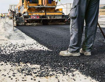 Calles asfaltadas con residuos plásticos. Conocé más: http://mascarondeproa.wixsite.com/mascaron/desarrollo
