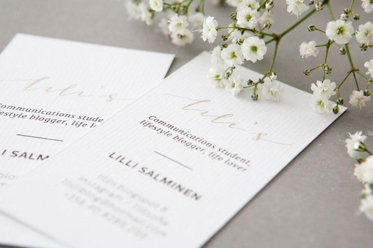 Käyntikortit  ja logo käsintehdyllä kalligrafialla  / MakeaDesign / Custom made calligraphy logo and business cards by www.makeadesign.fi