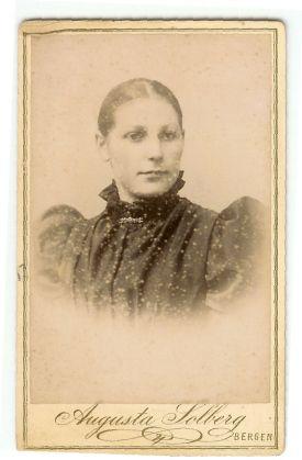 Unknown woman from my Family. Ukjent portrett av dame fra min slekt. #genealogy #slekt