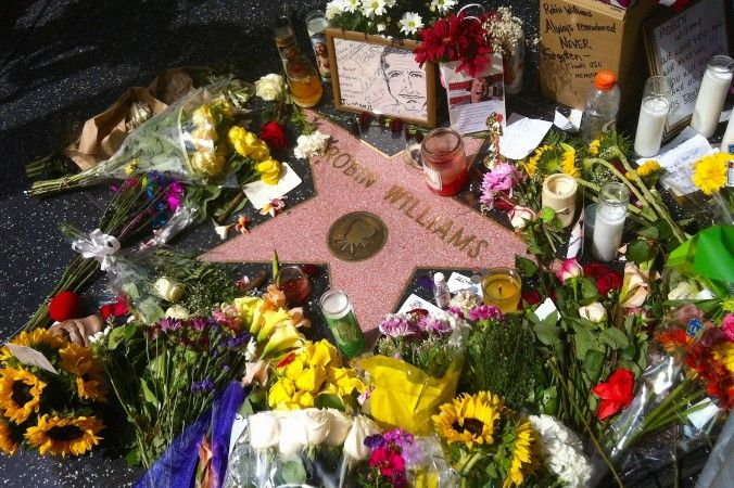robin williams walk of fame | Fans decorate Robin Williams's star on the Hollywood Walk of Fame with ...