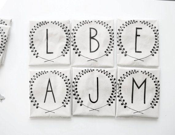 Brautjungfern-Geschenkset: personalisierte Baumwoll-Taschen mit hübschem Druck.  Gefunden bei Etsy.