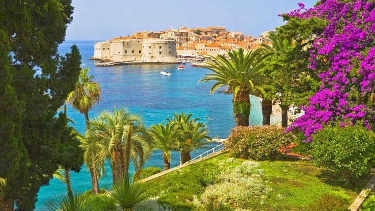 Vi drømmer os væk til fjerne, eksotiske destinationer, men skal man virkelig jorden rundt for at få paradisoplevelsen? Nej, slet ikke! Krystalklart vand, hvide sandstrande og spændende aktiviteter venter - her er vores top 8 over eksotiske favoritter i Europa.