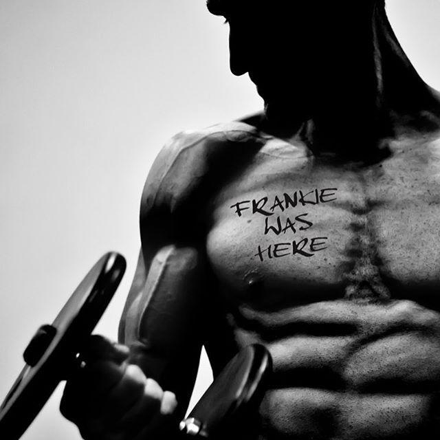 Cheeky bit of self promotion never hurt anyone... 🙊 #frankiewashere @benwhyatt #sunsoutgunsout #swolepatrol #photoshoot #doyoueven #paleo #gainz #fitness #workout #wod #wodlife #shredded #beastmode #bodybuilding #gymlife #training #beast #musclesfordays #motivation #crossfit #crossfitphotography #photographer #chickswhopix