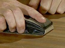 apprenez à bien décaper un meuble en bois
