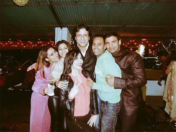 Ex Bigg Boss contestant VJ Andy shares this throwback picture with Pratyusha Banerjee, Tanisha and Armaan on the BB11 premiere #FansnStars