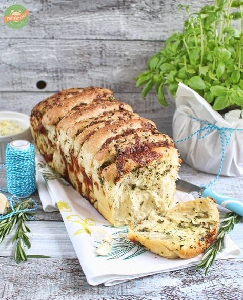Kräuter-Knoblauch-Pull-Apart Bread mit Mozzarella