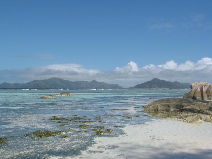 Playa Anse Source dArgent en La Digue, Seychelles. Alquilar un coche en el aeropuerto de Mah: www.reservasdecoc...